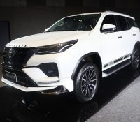 Toyota Fortuner 2021 có thêm gói phụ kiện chính hãng
